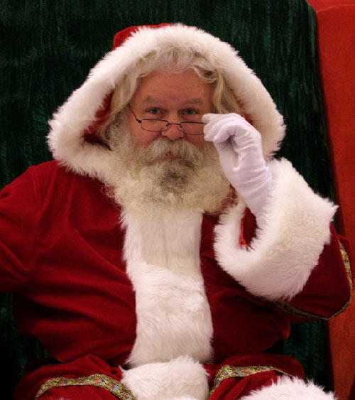 santa watching 40 Christmas Pictures To Get You into The Holiday Spirit