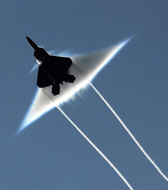 F22 jet going supersonic