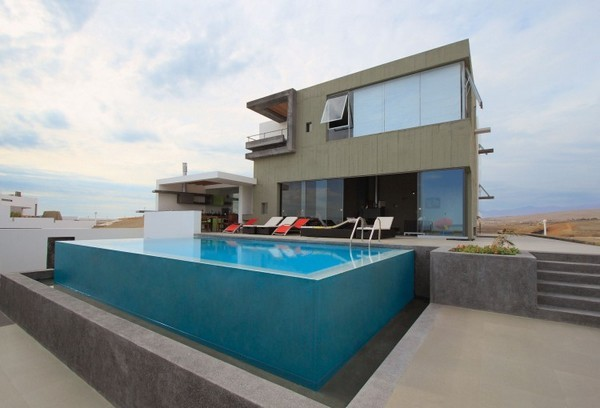 CC Beach House 00 3 750x510 38 Of The Most Spectacular Contemporary Pools Presented on Freshome [Part Two]