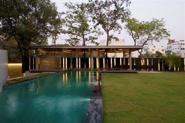 Hyderabad house Freshome 02 38 Of The Most Spectacular Contemporary Pools Presented on Freshome [Part Two]