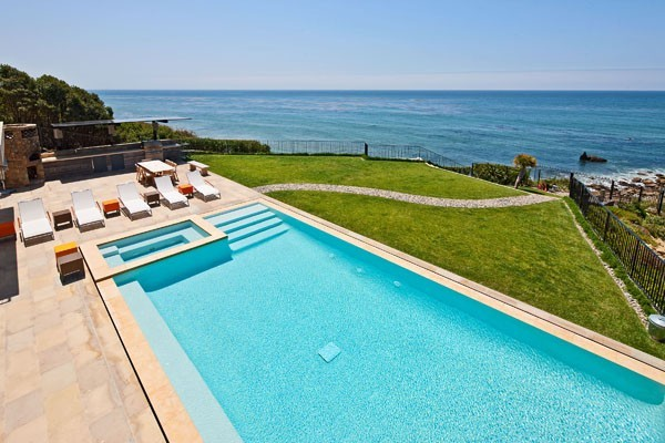 Pacific Coast 33 1 Kind Design1 38 Of The Most Spectacular Contemporary Pools Presented on Freshome [Part Two]