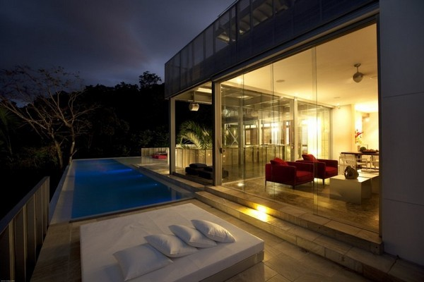 modern residence Freshome041 38 Of The Most Spectacular Contemporary Pools Presented on Freshome [Part Two]