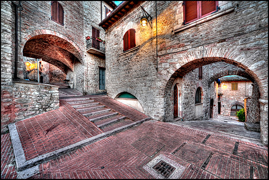 Alleys and arches of Assisi