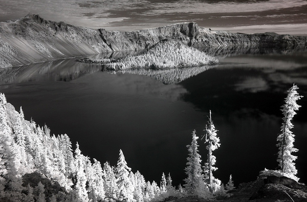 crater lake 45 Impressive Examples of Infrared Photography
