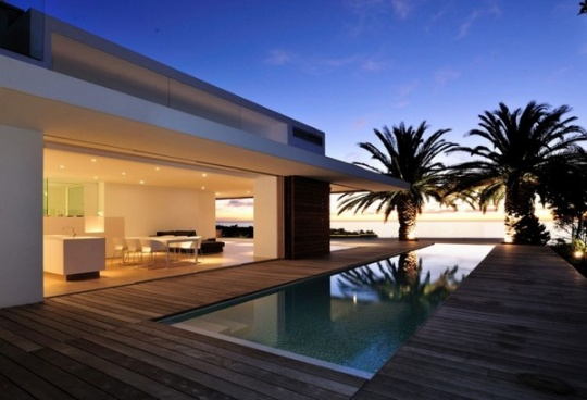 Impressive Modern Home in South Africa by Luis Mira Architects