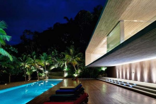Secluded Residence in Brazil Set Amidst Luscious Palm Trees