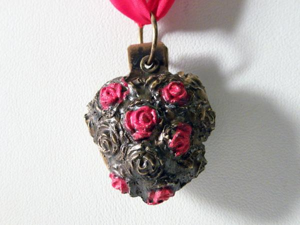 Heart Pendent With Studded Roses