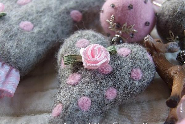 Soft Toy Heart With Pink Rose