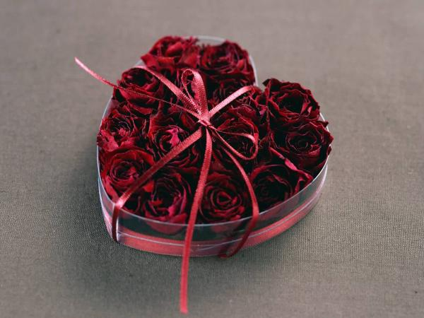 Valentine Day Gift Heart Of Roses