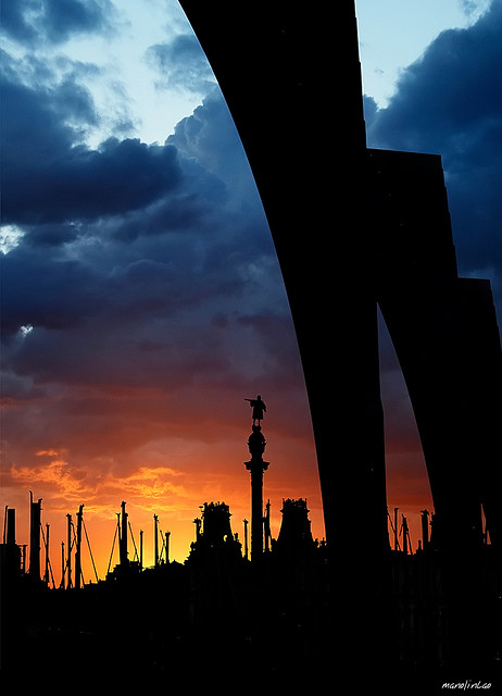 Colon and good night in Collection of Fascinating Barcelona Photographs