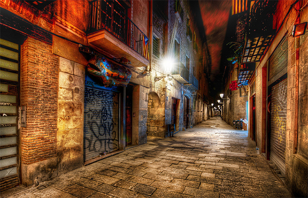 The Endless Alley in Collection of Fascinating Barcelona Photographs