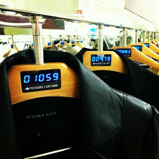 Real-time Facebook 'likes' displayed on Brazilian fashion retailer's clothes racks