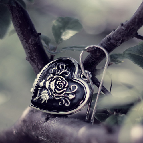 Heart pendant with rose