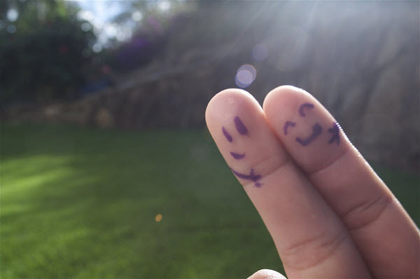 BestPSDtoHTML-Finger Photography Examples-Happy together