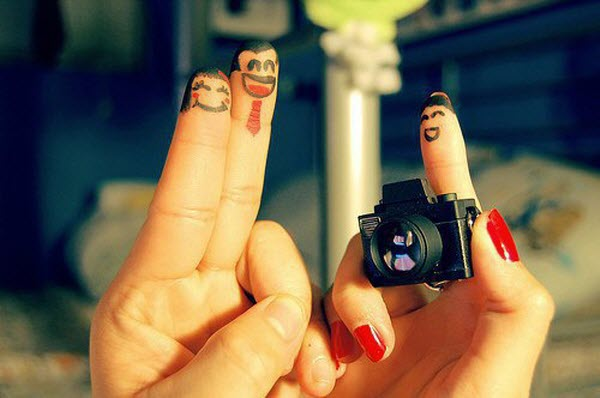 BestPSDtoHTML-Finger Photography Examples-Say cheese