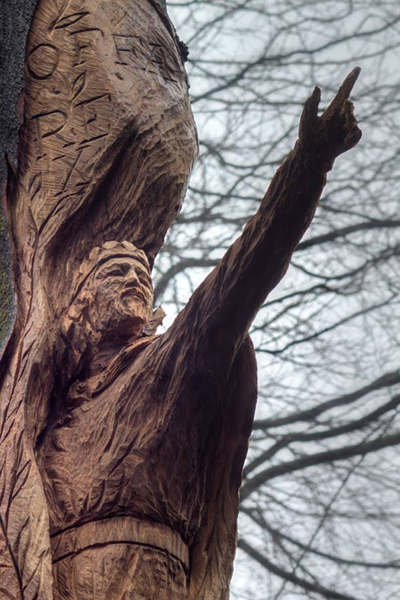 king offa carved in tree