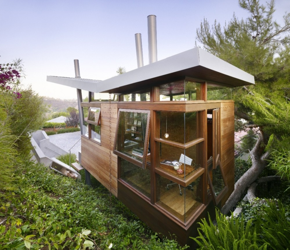 luxury treehouse 1 12 Creative and Innovative Tree House Designs