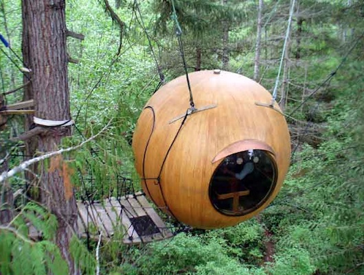 sphere tree house5 12 Creative and Innovative Tree House Designs