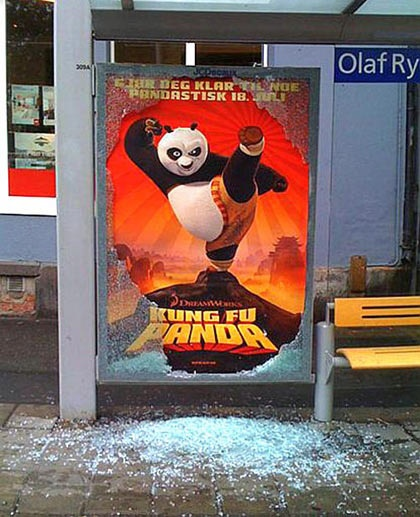 kung fu panda bustop 20+ Examples of Clever Bus Stop Advertising