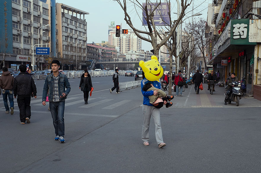 self-taught-perfectly-timed-street-photography-china-tao-liu-15