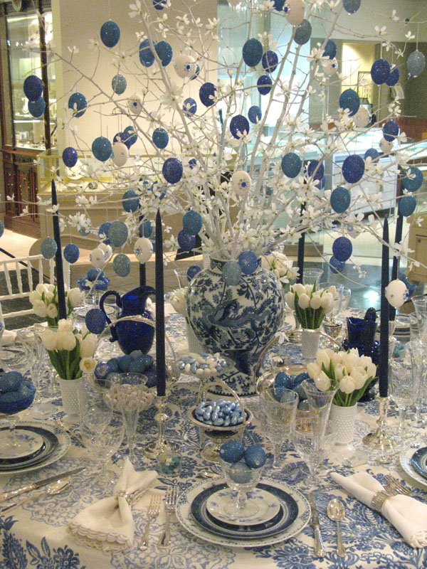 White Christmas Table Decorations.