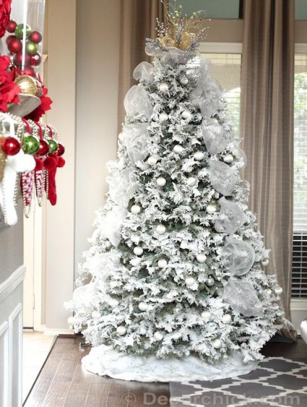 white themed Christmas tree reminding of the snowing holiday